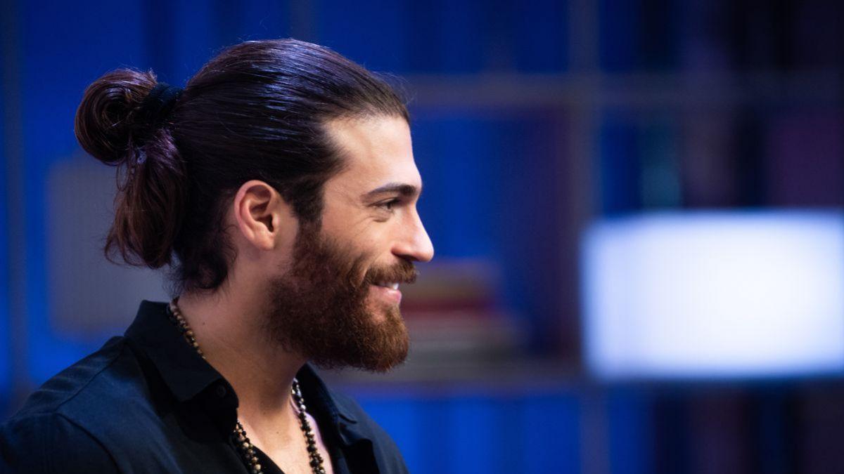 capelli_lunghi_acconciature_uomo.jpg